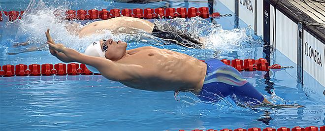 Jonas Larsen start i 150 m medley